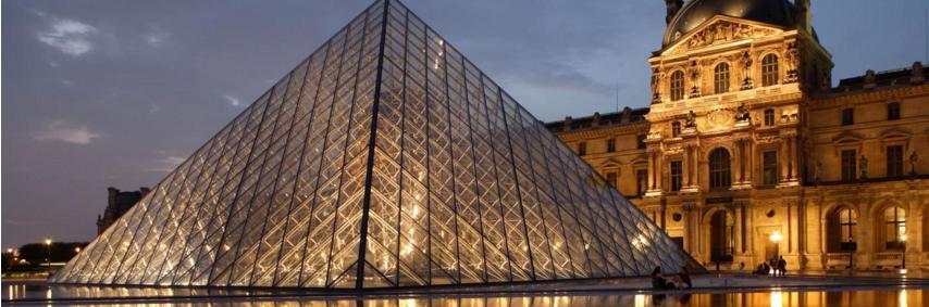 Le musée du Louvre à Paris ouvert pour une exposition nocture tous les mercredis et vendredis